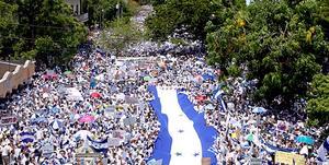 multitud hondurenos